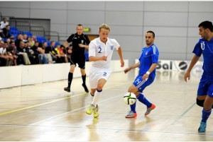 England captain Ben Mortlock (white shirt) in action.